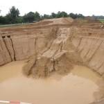 Ungeschützte Baugrubenböschungen nach dem Regen