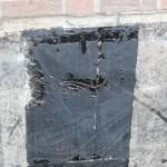 Durchwurzelung einer Kelleraußenwandabdichtung aus Bitumenbahnen