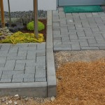 Terrassenpflaster, schiefwinkliger Randsteinverlauf