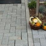 Terrassenpflasterung ungleichmäßig verlegt